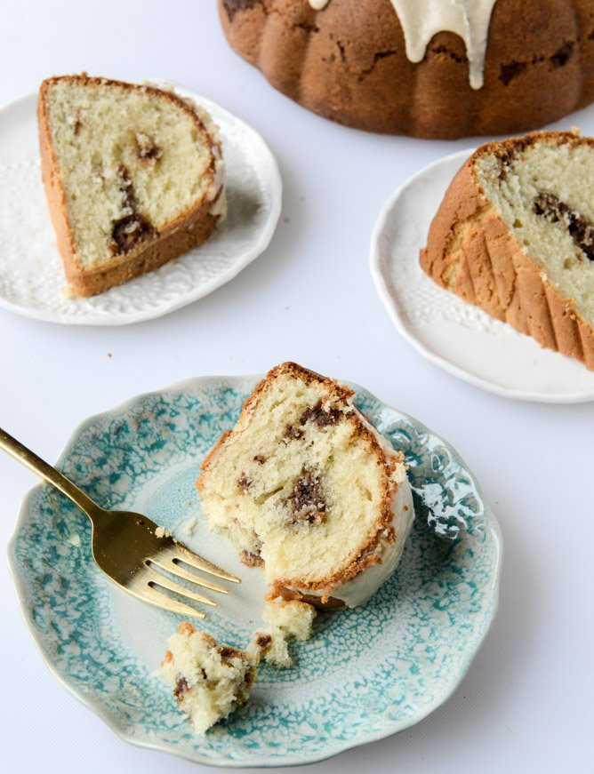 sour cream coffee cake with brown butter glaze I howsweeteats.com